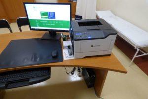 Zestaw komputerowy w gabinecie lekarskim POZ