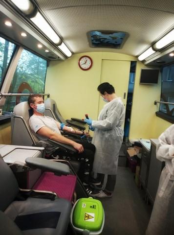 oddawanie-krwi-w-trakcie-akcji-RCKiK-w-szpitalu
