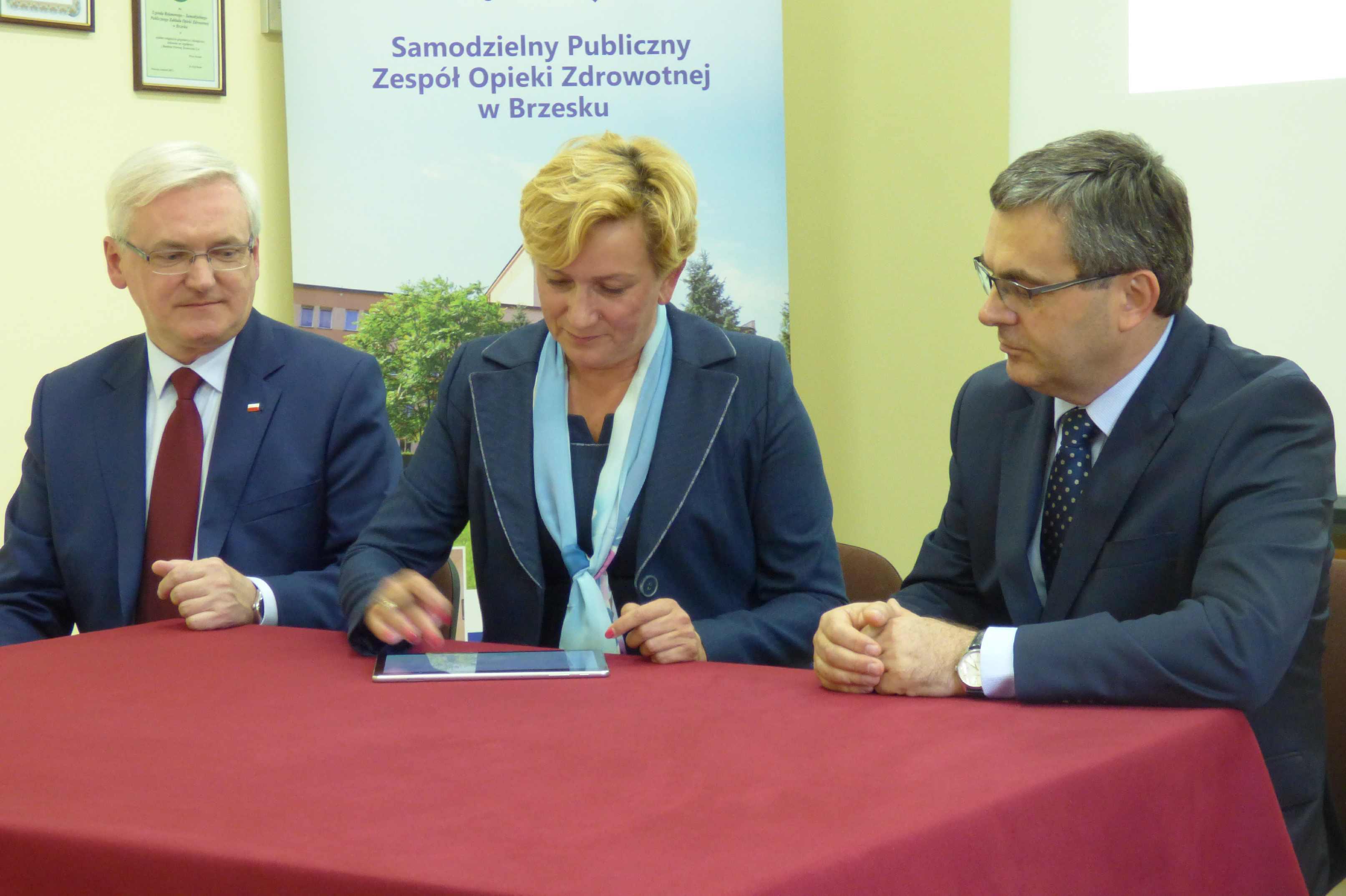 Podpisanie umowy na zakup sprzętu medycznego dla SOR
