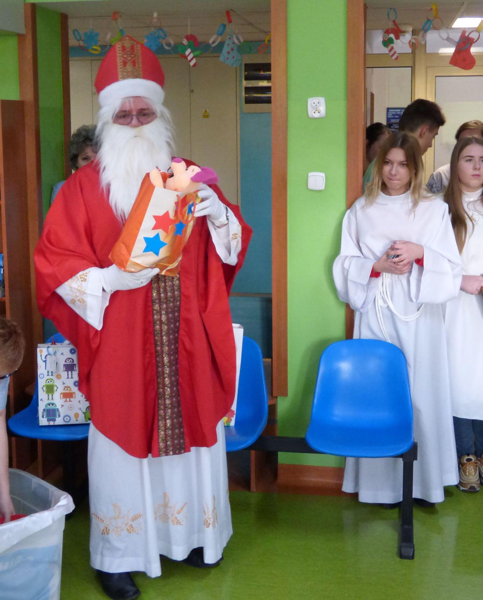 Św. Mikołaj w Oddziale Dziecięcym