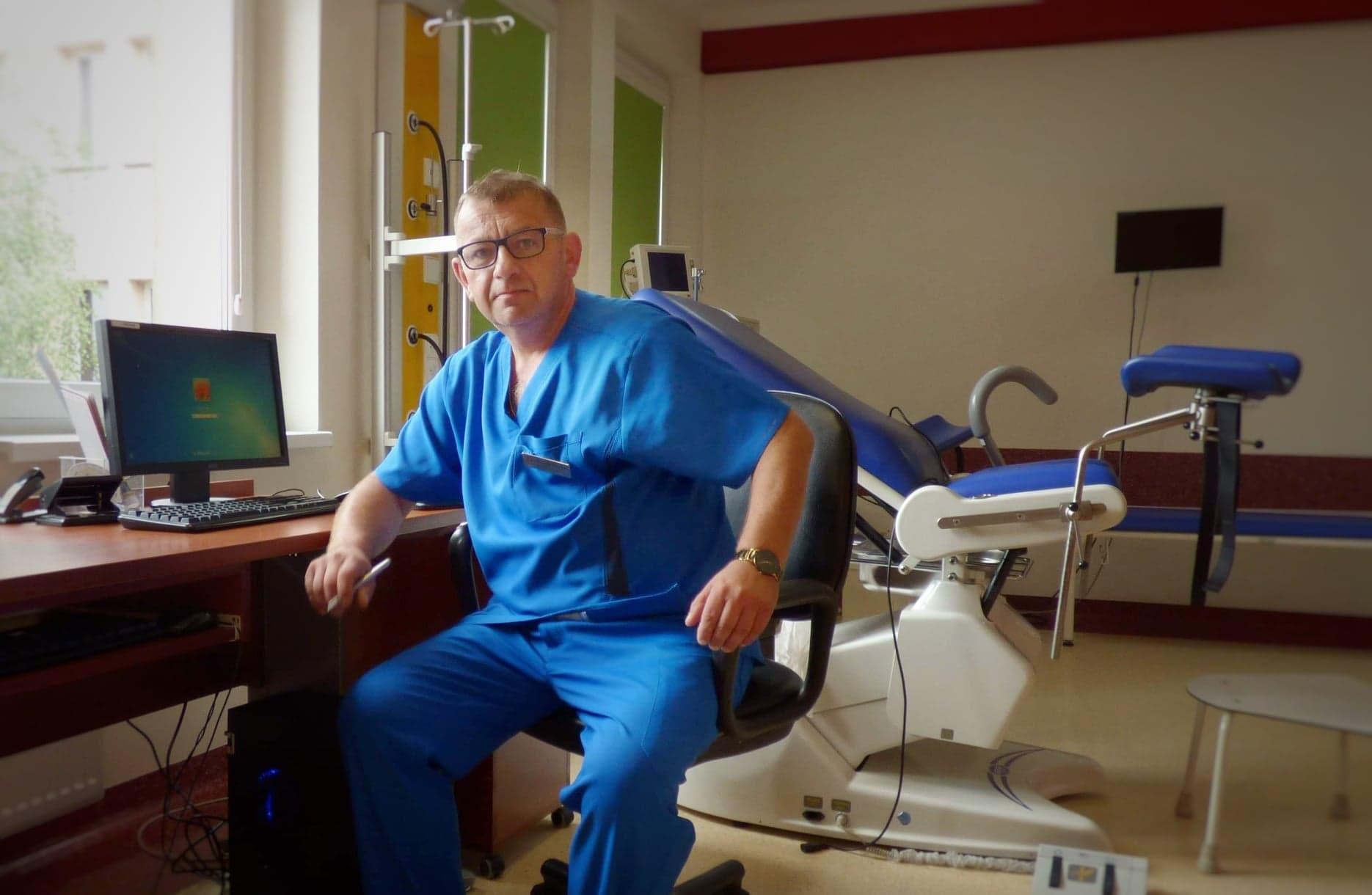 Lekarz kierujący oddziałem - lekarz Szczepan Bartkiewicz, specjalista ginekolog-położnik